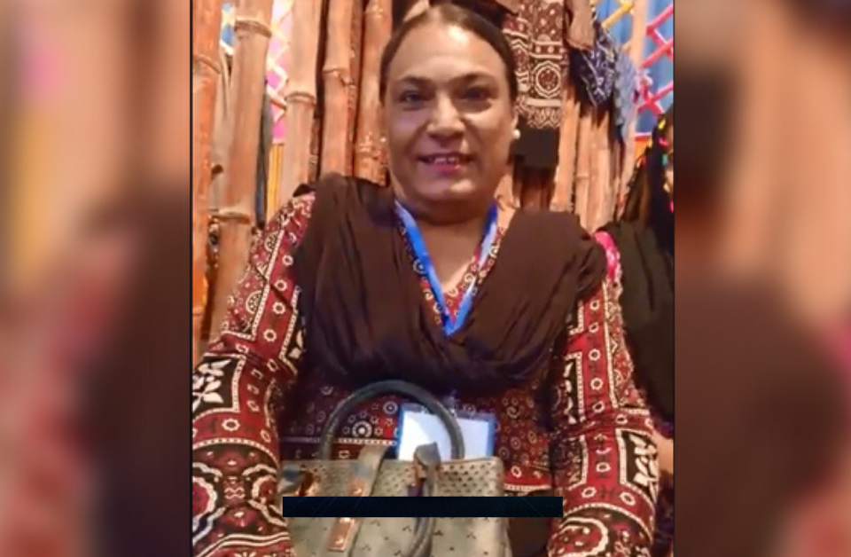 Hina Gul – A transgender who is master of handicrafts